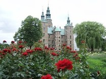 王家の王冠や財宝もみられるローゼンボー城