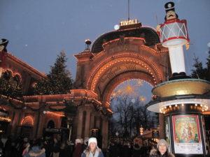 チボリ公園は深夜近くまで開園していますので、夕方からのお時間も有効にお楽しみいただけます!