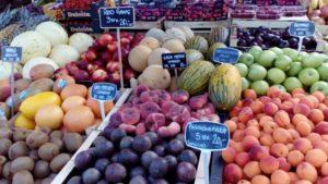 トーベヘーレン市場の色とりどりの果物
