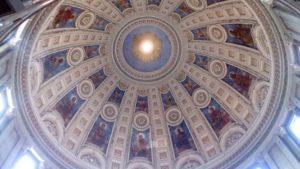 天井も美しい大理石教会は私の一押しオアシスです。心が洗われる気持ちになります。