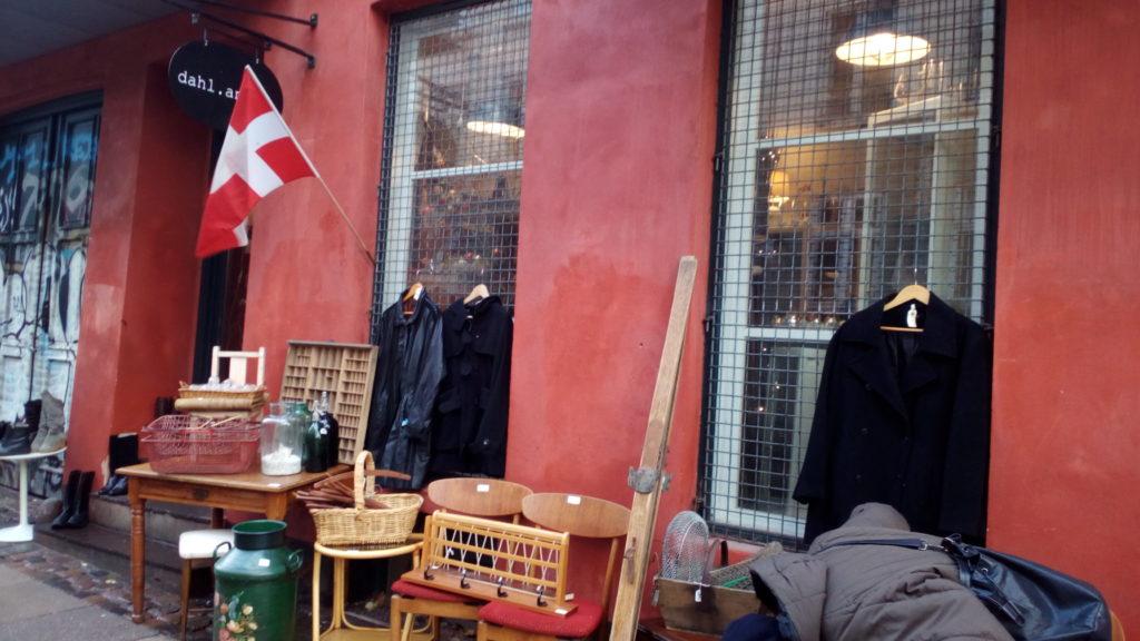 コペンハーゲン市内アンティーク街で掘り出し物探し!ツアー