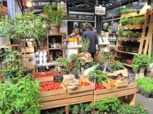 トーベヘーレン市場のハーブ屋さんはいつもフレッシュな香りと色彩に溢れています!