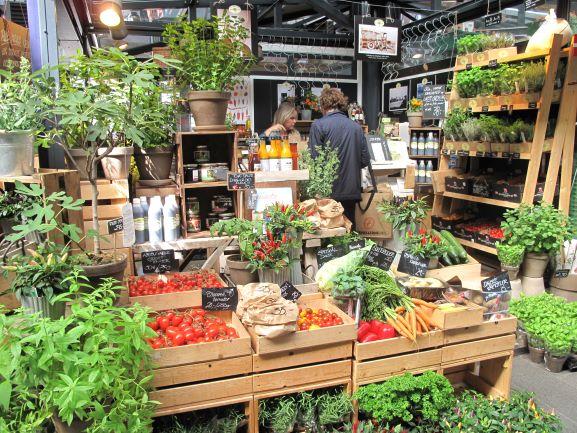 トーベヘーレン市場のハーブ屋さんはいつもフレッシュな香りと色彩です!