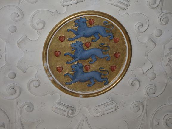 デンマーク王家の紋章ー3頭のライオンとハートです。ハートが紋章にあるなんてキュートですよね。