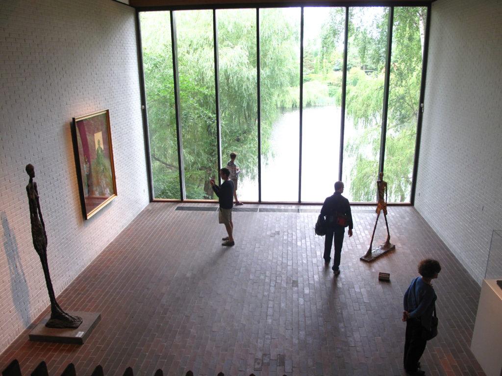 対岸にスウェーデンも見える、ルイジアナ現代美術館ご散策ツアー