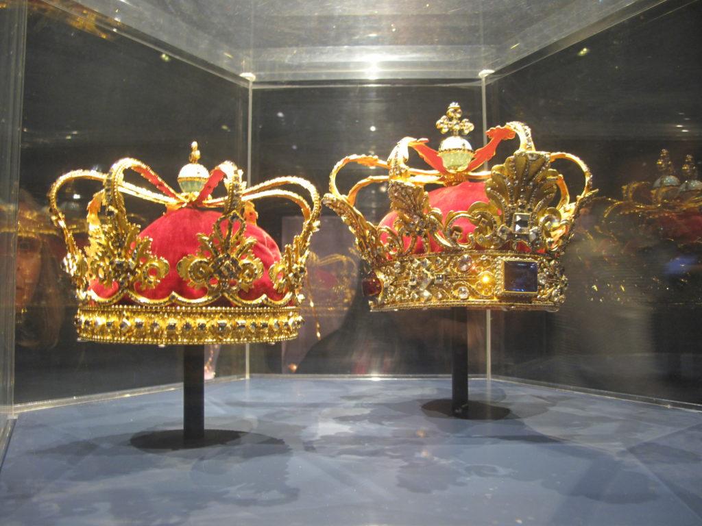 王家の財宝や王冠が見られる離宮ローゼンボー城ツアー