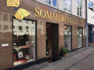 デンマーク刺繍にご関心のあるお客様のご希望で、手芸屋さんに行くことも多いです。