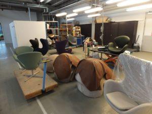 フリッツハンセンでは、アーネヤコブセンのエッグチェアが作られる所をご視察いただけます。