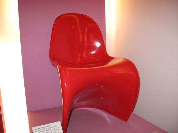 デンマークのデザイナー、バーナー・パントンの代表作パントンチェア