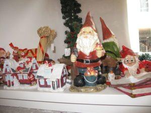 デンマークでは、クリスマス前にサンタさんのお手伝いをする森の妖精ニッセがいると信じられています。