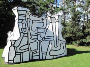 ルイジアナ現代美術館では、芝生の上で憩いながら、彫刻をご鑑賞いただけます。