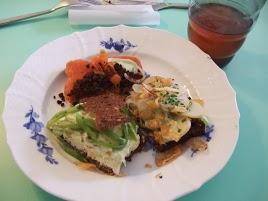 デンマーク伝統料理オープンサンドイッチは、子供の毎日のお弁当にも、クリスマスの正式なランチにもなります。